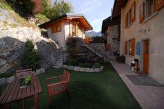 Ledro - Bezzeca - B Cà Mea Dina è immerso in un'atmosfera rilassata e ospitale. E' nel centro storico di Bezzecca vicino Lago di Ledro uno fra i più belli del Trentino. Di recente ristrutturazione dispone di 6 camere dotate di bagno, phon, cassaforte, tv satellitare. Offre la prima colazione a buffet con prodotti tipici del luogo. Presente un'area benessere con sauna finlandese e bio-sauna con cromoterapia. http://www.bbplanet.it/bed-and-breakfast-ca-mea-dina-bezzecca-ledro_s25086/it/#