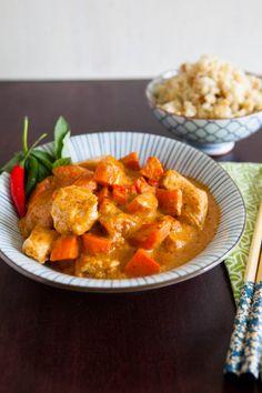 Pollo al curry e riso al cocco  Chicken Curry w/coconut rice http://www.oggipanesalamedomani.it/2013/05/01/pollo-curry/