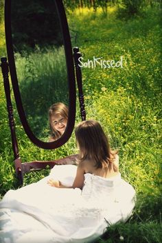creative photography | Creative Photography Ideas / Love this...she is wearing her mom's ...