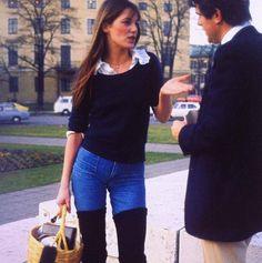 JB avec basket via MONSIEUR, jeans, Jane Birkin, cool, classic, thigh high boots.