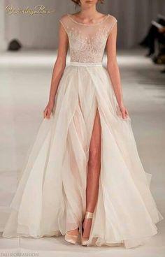 Zwiewna i romantyczna suknia ślubna...