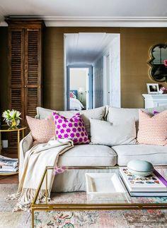 The coziest looking sofa & beachy living room.