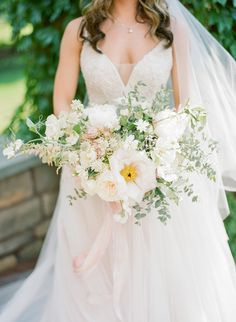 Two Fashion Buyers Tie the Knot in Style - http://www.stylemepretty.com/2016/10/27/classic-ashford-estate-wedding/