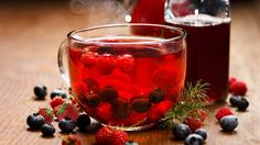Blueberry and raspberry tea, warming and delicious Raspberry Tea, Berry Juice, Herbalife Nutrition, Blueberry, Panna Cotta, The Cure, Berries, Treats, Fruit