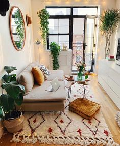 Pin by jj data on // plants \\ salon maison, deco chambre, deco appartement Home Living Room, Apartment Living, Living Spaces, Apartment Therapy, Living Room Decor Boho, Small Living Room Ideas On A Budget, Interior Design Ideas For Small Spaces, Indie Living Room, Small Cozy Apartment