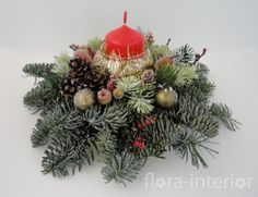 Настольная новогодняя композиция с живой голубой елью и красной свечой в подсвечнике - http://www.flora-interior.ru/gallery/304.html