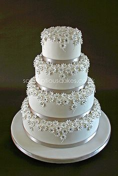 Silver & White Daisy Wedding Cake Would be great with yellow an blue colouring Más Daisy Wedding Cakes, Round Wedding Cakes, Elegant Wedding Cakes, Beautiful Wedding Cakes, Gorgeous Cakes, Wedding Cake Designs, Pretty Cakes, Amazing Cakes, Daisy Cakes