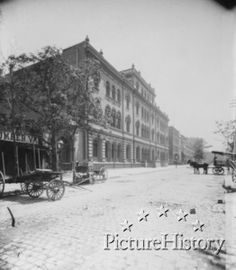 Astor Library at Lafayette Place, arond 1880. Looks very quiet...