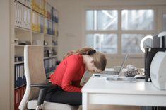 —-صبح اٹھنے کے بعد جسم میں تھکان محسوس ہونے کا علاج Fatigue upon awakening: causes and remedies Vevey, Cortisol, Burnout Syndrome, Coaching, Body Clock, How To Sleep Faster, Sleep Better, Red Long Sleeve Shirt, Sleep Apnea