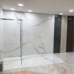 Sistema doccia Ad hoc rivestito con lastre di gres spessore 6 mm.. Disponibile presso Cerrai pavimenti, rivenditore d'eccellenza Rare a Livorno. http://bit.ly/29CaPnb