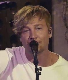 Samu Haber Sunrise Avenue Screenshot by seestern44 aus YouTube Video Vain Elämää