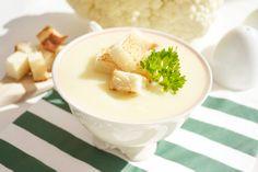 Das Rezept der Karfiolcremesuppe ist einfach und schmeckt köstlich. Diese Suppe ist herrlich an einem kalten Winterabend.