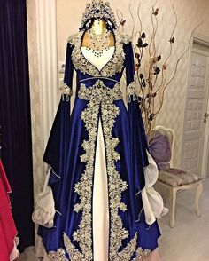 Pin by İzmirli Kız on Henna Night in 2019 Renaissance Dresses, Medieval Dress, Beautiful Gowns, Beautiful Outfits, Fantasy Gowns, Oriental Fashion, Traditional Dresses, Dream Dress, Bridal Dresses