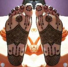 The unique bridal sole mehndi/henna designs are trending these days among Indian brides. We have curated some latest and unique bridal mehndi designs. These latest bridal foot mehndi/henna designs for the Indian wedding season. Henna Designs Feet, Legs Mehndi Design, Mehndi Design Pictures, Unique Mehndi Designs, Wedding Mehndi Designs, Dulhan Mehndi Designs, Beautiful Mehndi Design, Latest Mehndi Designs, Simple Mehndi Designs