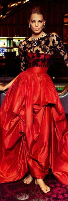 High Society- Paris Glamour- Daria Werbowy's cover for Vogue Paris' Oscar de la Renta- ~LadyLuxuryDesigns Couture Mode, Style Couture, Couture Fashion, Runway Fashion, Beauty And Fashion, Red Fashion, Look Fashion, Beautiful Gowns, Beautiful Outfits