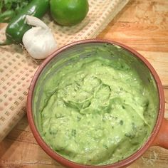 Mexican Avocado Cream Sauce for Tacos and more - Health Benefits of Avocados among Latinos & Diabetes Avacado Cream Sauce, Avocado Cream, Avacado Dressing, Salad Dressing, Sauce Recipes, Cooking Recipes, Mexican Avocado, Taco Sauce, Sauce For Tacos