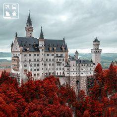((Castelo de Neuschwanstein, Alemanha)) O estilo fantástico da sua arquitetura e toda a sua beleza serviram de inspiração para a criação do castelo da Bela Adormecida, um dos símbolos dos estúdios Disney. Dá para imaginar um lindo conto de fadas acontecendo neste lugar, não é mesmo?
