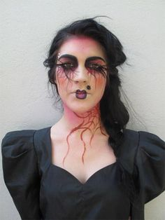 Image from http://modernfashionblog.com/wp-content/uploads/2015/08/15-Halloween-Witch-Make-Up-Ideas-Styles-For-Girls-2015-2.jpg.
