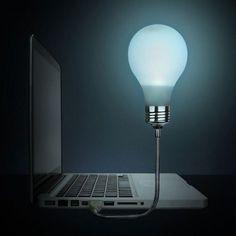 Ein witziges Gadget für PC-Nutzer. Eine nostalgische Glühbirne als Lichtquelle am Laptop. Da geht uns jetzt allen ein Licht auf.