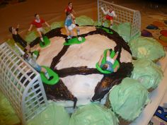 Mama to 4 Blessings - Our Homeschool Blog: HOW TO MAKE A SOCCER BALL CAKE http://mamato3blessings.blogspot.com/2012/08/how-to-make-soccer-ball-cake.html