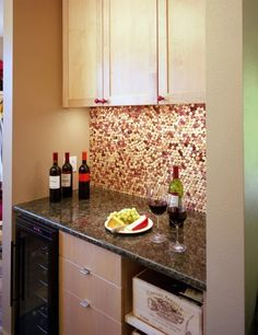 6 Interesting DIY Wine Cork Projects-consider cork wall for living room cabinet space-this would be cool as a backsplash for the bar. Kitchen Backsplash, Diy Kitchen, Kitchen Design, Backsplash Ideas, Backsplash Design, Eclectic Kitchen, Penny Backsplash, Mirror Backsplash, Kitchen Countertops