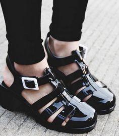 Gladiator-Sandalen mit Blockabsatz. Hier entdecken und kaufen: http://sturbock.me/OI2