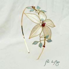 Diadema de alambre de latón, hojas naturales y piedras semipreciosas