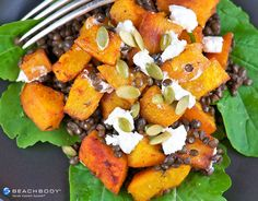 This hearty salad topped with lentils and fresh pumpkin is perfect for fall and winter months. In other seasons, replace pumpkin with sweet potato! #dinner #high-protein #lentils #lunch #pumpkinrecipes #salads #vegetarian
