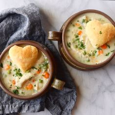 Cooker Chicken Pot Pie Soup Slow Cooker Chicken Pot Pie Soup - low maintenance creamy winter comfort food, made from scratch! Crock Pot Recipes, Crock Pot Soup, Crockpot Dishes, Crock Pot Cooking, Slow Cooker Recipes, Chicken Recipes, Cooking Recipes, Cooking Pork, Chicken Pot Pie Soup Recipe Slow Cooker