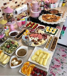 SEBZELİ ENGİNAR DOLMASI MALZEMELER 5 İRİ BOY ENGİNAR (TEMİZLENMİŞ) 1 ORTA BOY SOĞAN 1 ORTA BOY HAVUÇ 1 ORTA BOY PATATES 100 GR.… Breakfast Platter, Breakfast Menu, Clotted Cream, Turkish Delight, Cafe Restaurant, Harissa, Turkish Breakfast, Cream Tea, Natural Home Decor