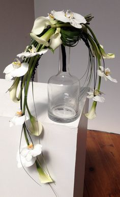 A modern take on the Crescent style of bouquet design Diy Wedding Flowers, Bridal Flowers, Floral Wedding, Deco Floral, Arte Floral, Floral Design, Calla Lillies, Calla Lily, Bride Bouquets