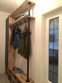 Compact coat rack hall cupboard in the hall with plenty of storage space for shoes. Dimension M . - Compact coat rack hall cupboard in the hall with plenty of storage space for shoes. Afmetin M Mudroo -