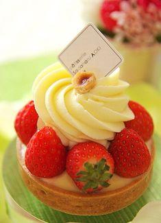 Strawberry Tart Tart Recipes, Real Food Recipes, Snack Recipes, Dessert Recipes, Yummy Food, Snacks, Cupcake Cakes, Cupcakes, Edible Creations