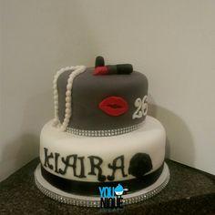 Red velvet make up & marilyn monroe cake