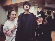 """fresh-vocal: """"151220 DARA'S INSTAGRAM (DARAXXI) """" 윤하랑 준영이랑~ ^_^ 윤하 공연 잘 봤어~  다리 다친거 빨리나아~!!! With Younha and Jun Young~ ^_^ I watched Younha's performance well~  Get well soon from your injured..."""