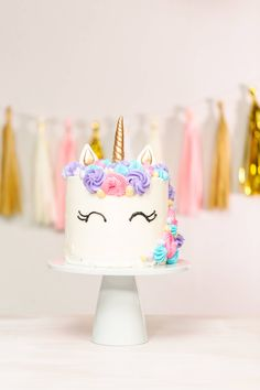 Take your kids' birthday parties to a whole' nother level with one of these unique birthday cakes for kids. You don't have to be a professional to pull these off, either! Make a creative cake the talk of the party with one of these easy tutorials! Half Birthday Cakes, Creative Birthday Cakes, Special Birthday Cakes, Birthday Desserts, Birthday Cake Decorating, Creative Cakes, Birthday Parties, Cookie Monster Cakes, Galaxy Cake