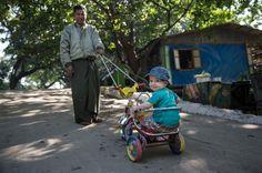 Nein sagen, Grenzen setzen: Das ist wichtig, wenn man ein Kind erzieht, dachte ich. Die Burmesen zeigen mir, dass es auch anders geht.