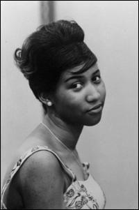 Aretha Franklin es una cantante de soul, R&B y gospel. Nació el 25 de marzo de 1942 en Memphis (Tennessee). Apodada como «Lady Soul» o «Queen of soul» es para algunos una de las artistas más influyentes en la música contemporánea. A mediados de la década de 1960 se consolidó como estrella femenina del soul, algo que usó en favor de los derechos raciales en Estados Unidos, siendo un elemento influyente dentro del movimiento racial y de la liberación femenina.