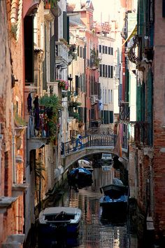 Ponte del Ravano en el sestiere de Santa Croce de #Venecia http://www.venecia.travel/distritos-de-venecia/santa-croce/ #turismo #Italia