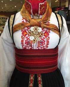 Vi har broderte skjorter på lager S - M - L. Norwegian Clothing, Visit Oslo, Tablet Weaving, Tribal Dress, Wedding Costumes, Bridal Crown, Folk Costume, My Heritage, Festival Wear