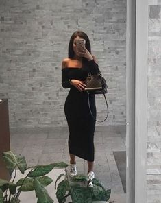 Street-style outfit ideas for dressing sneakers with the use of spring and summer long dresses. Sneakers Fashion Outfits, Mode Outfits, Chic Outfits, Fashion Killa, Look Fashion, Womens Fashion, Vetement Fashion, Look Girl, Maxi Coat