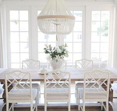 Marvelous 75 Simple and Minimalist Dining Table Decor Ideas http://goodsgn.com/kitchen/75-simple-and-minimalist-dining-table-decor-ideas/
