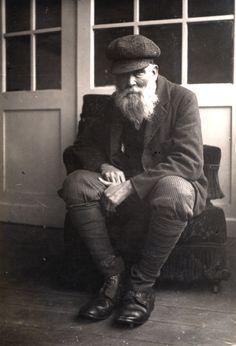 Ladislav Medňanský (* 23. apríl 1852, Beckov - † 17. apríl 1919, Viedeň) bol slovensko-maďarský maliar, stúpenec barbizonskej školy a impresionizmu. Ladislav Medňanský väčšinu svojich diel vytvoril na potulkách po Považí a počas svojho pobytu v Kežmarku, kde mal aj vlastný ateliér. Vo svojich dielach ospevuje slovenskú zem a jej národ. Zomrel vo Viedni v roku 1919. Pochovaný bol na Viedenskom centrálnom cintoríne a v roku 1966 prevezený do Budapešti.
