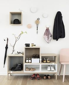 setja kassa á vegg fyrir húfur ofl ideas here - http://dropdeadgorgeousdaily.com/2014/01/geometric-homewares-square/ Shelf System, Shelving Systems, Interior Styling, Interior Design, Interior Blogs, Ikea Ps, Hallway Storage, Entryway Organization, Door Storage