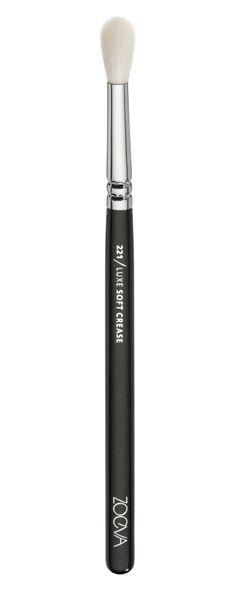 ZOEVA 221 Luxe Soft Crease Brush https://www.zoeva-shop.de/en/makeup-brushes/221-luxe-soft-crease/a-8000363/