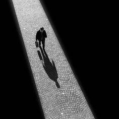 Rui Veiga, noir et blanc, graphique et minimaliste.