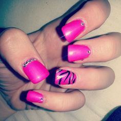 Wavy lines and simple jewel to accentuate the nail!