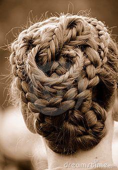 This Pretty Braid Has Serious Curves | Conch Shell Braid, Shell And French  Braid Updo