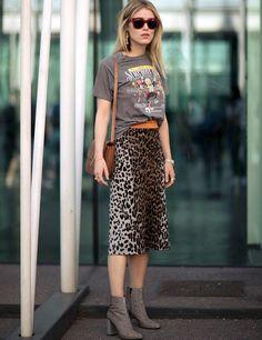 Jupe crayon léopard + tee-shirt vintage = le bon mix