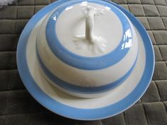Very Rare Muffin Dish  Lid Cornishware, English Country Style, Kitchenware, Tableware, White Things, Blue And White China, Kitchen Items, House Plans, Blues